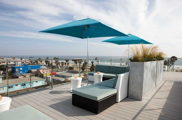 High Rooftop Lounge at Hotel Erwin-min